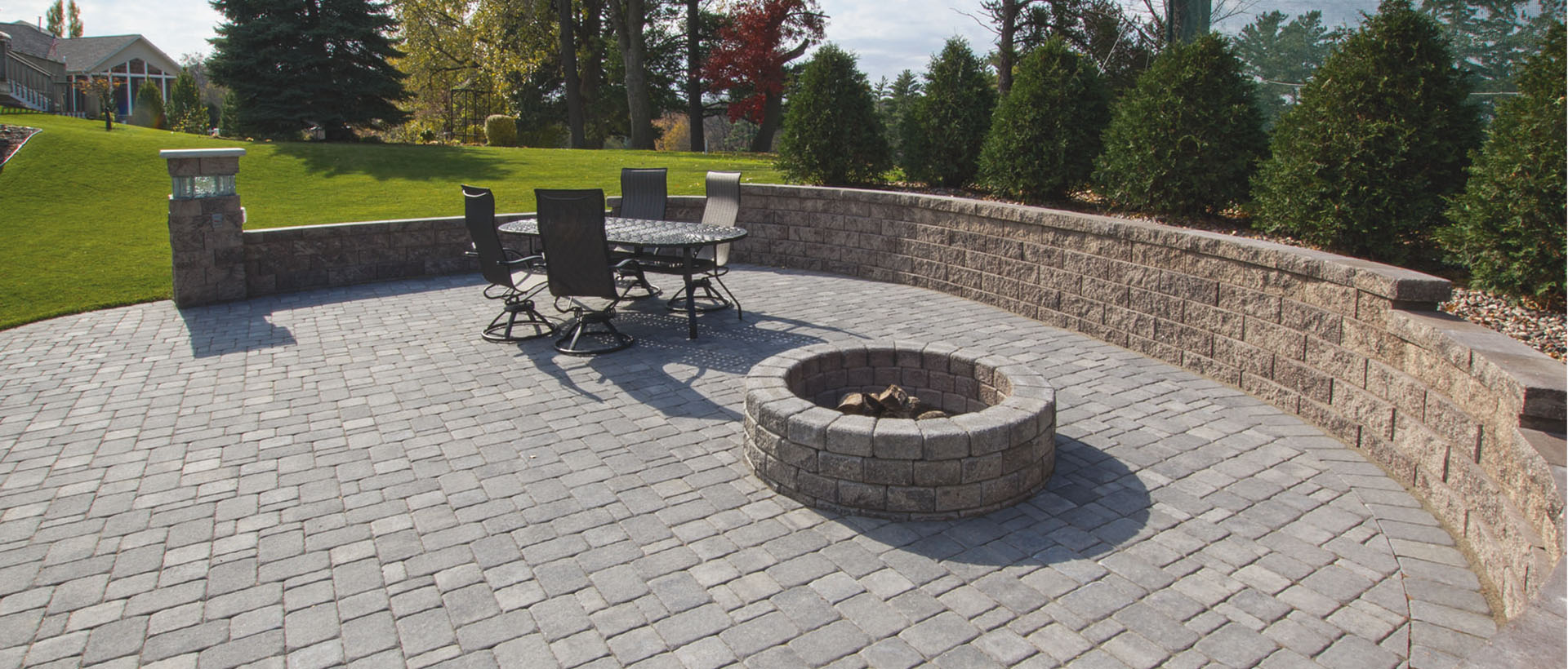 Colonial Pavers have smooth/dimpled tops, irregular edges and small auto-spacers. These popular pavers look like decades-worn cobbles and are popular for patios, paths, pool decks and vehicular applications.